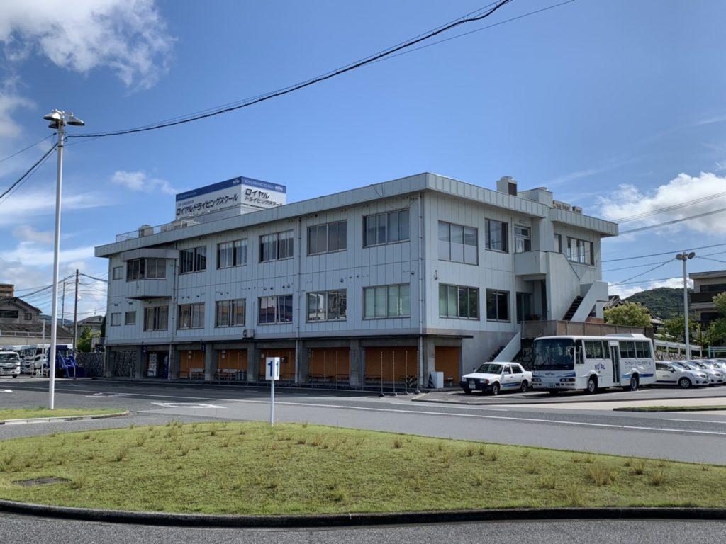 コース内から見た校舎 ロイヤルドライビングスクール